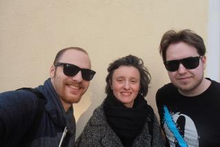 Sara Paloni und die beiden Moderatoren Max beRunner und Mike Miller.