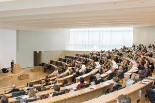 Das Publikum während des Votrages von Viola König. Fotograf: Ludwig Schoepfer