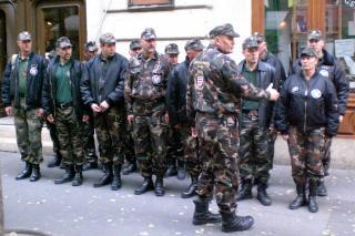 Rechtsradikale Paramilitärs (Foto: Dieter Diskovic)