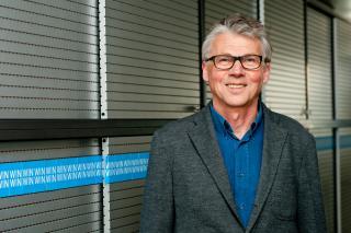 Teach for Austria Gründer Walter Emberger kommt aus einer ArbeiterInnenfamilie und hat als Einziger maturiert. Foto: Christopher Glanzl