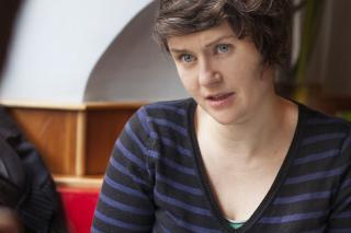 """""""Universitäten stehen miteinander im Wettbewerb, müssen Pläne vorlegen und Erfolge messbar machen"""", kritisiert die Wissenschaftsforscherin Ruth Müller. Credit: Johanna Rauch"""
