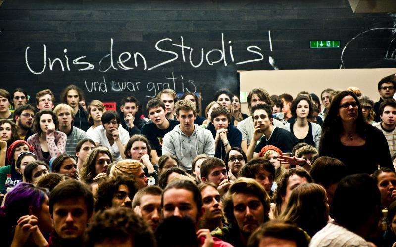 """""""Unis den Studis – und zwar gratis"""" lautete eine Forderung der Besetzung des Wiener Audimax' 2009. Foto: Daniel Novotny"""